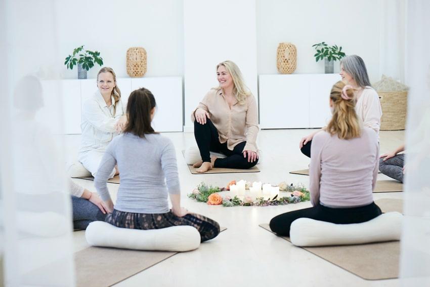 Om-Yojo-yoga-og-jordemoder